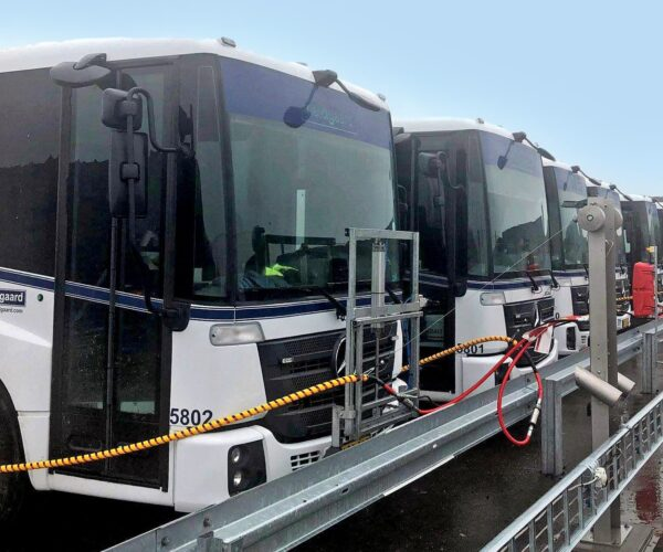 Skraldebiler i Aalborg kommune bliver tanket med biogas